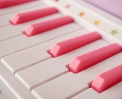 ピアノ、おもちゃ