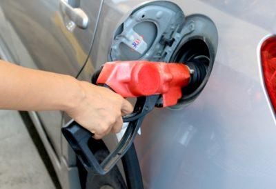 ガソリン、給油口